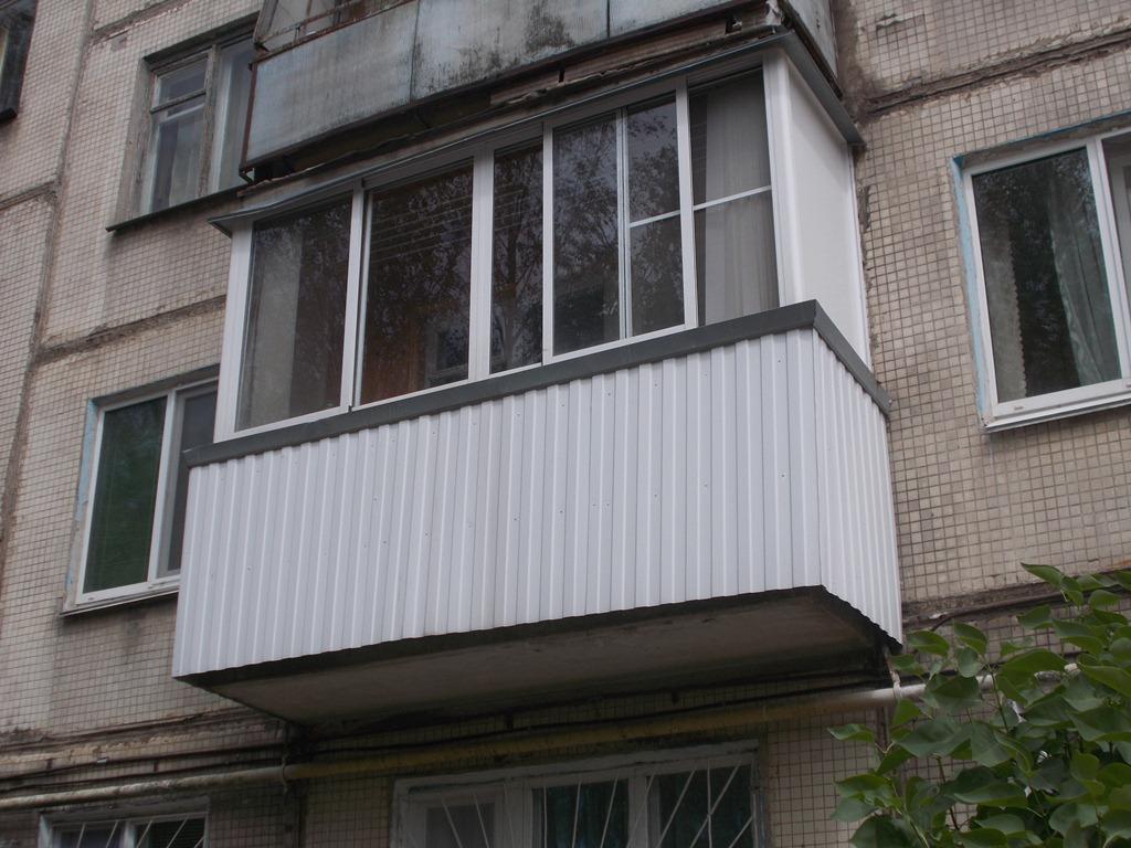 Остекление балконов: от чего зависит стоимость? вегаавангард.