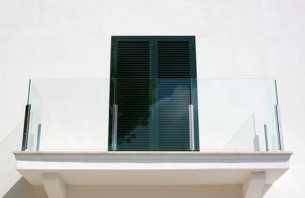 тренд среди балконов – безрамное остекление