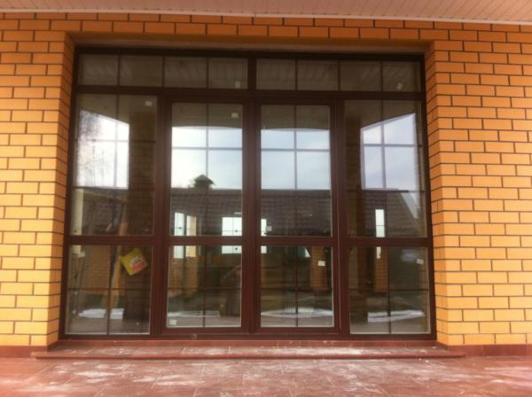 Панорамное окно с дверью и раскладкой